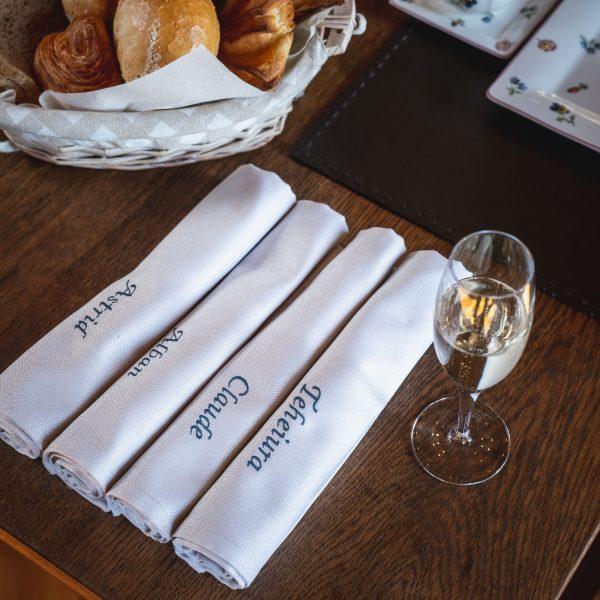 Serviette de table de Witte Lietaer personnalisable brodée à bruxelles