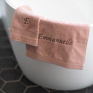 Serviettes de bain Kalani biologique et made in belgium brodé à bruxelles par le fil de bibil